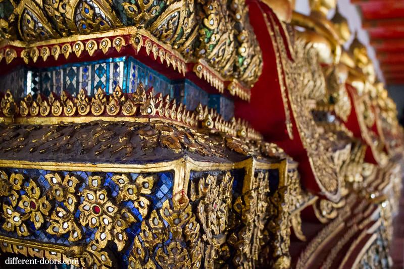 temple of the reclining Buddha, Wat Pho, Bangkok, Thailand, crystal detail