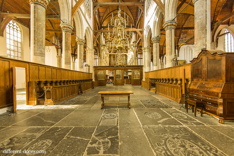 Old Church of Amsterdam, oude kerk, graves, choir