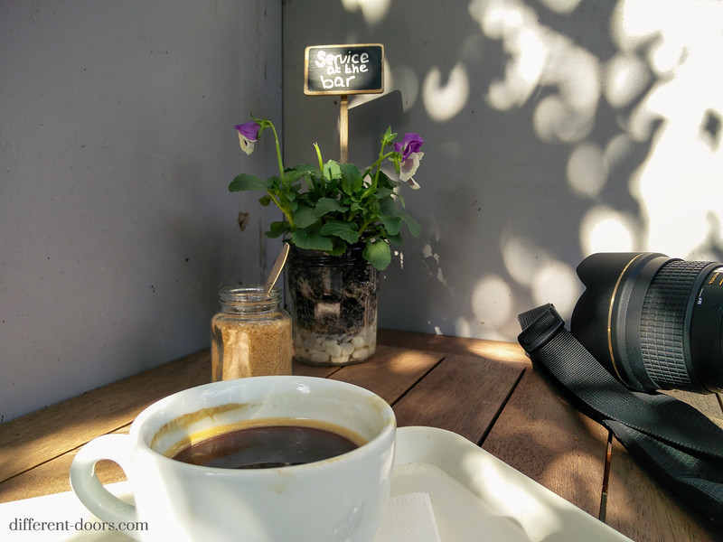 old church of Amsterdam, cafe, coffee, camera, canon, tokina, flowers
