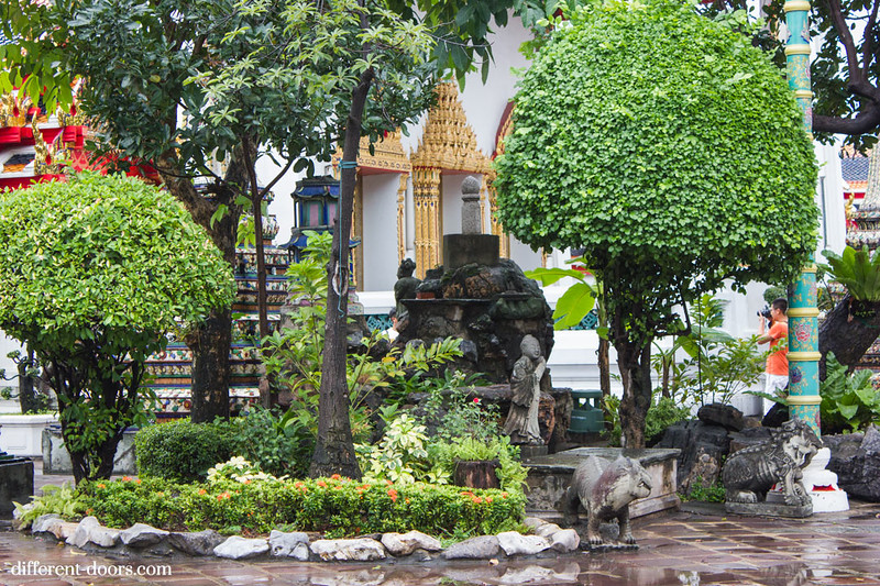temple of the reclining Buddha, Wat Pho, Bangkok, Thailand, rock garden